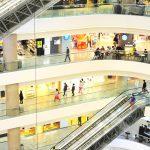 Negócios lucrativos: imagem de um shopping com várias lojas