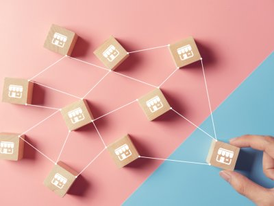 Vários blocos representando uma rede de franquias. Cada um conectado com o outro. Imagem ilustrativa texto franquias de sucesso
