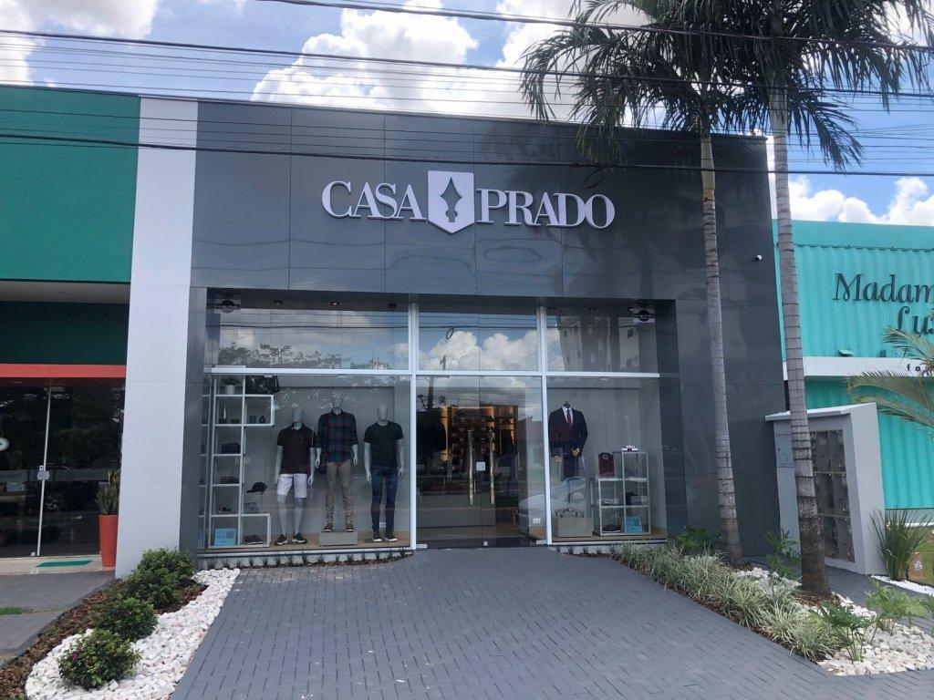 fachada de loja Franquia de roupa masculina casa prado
