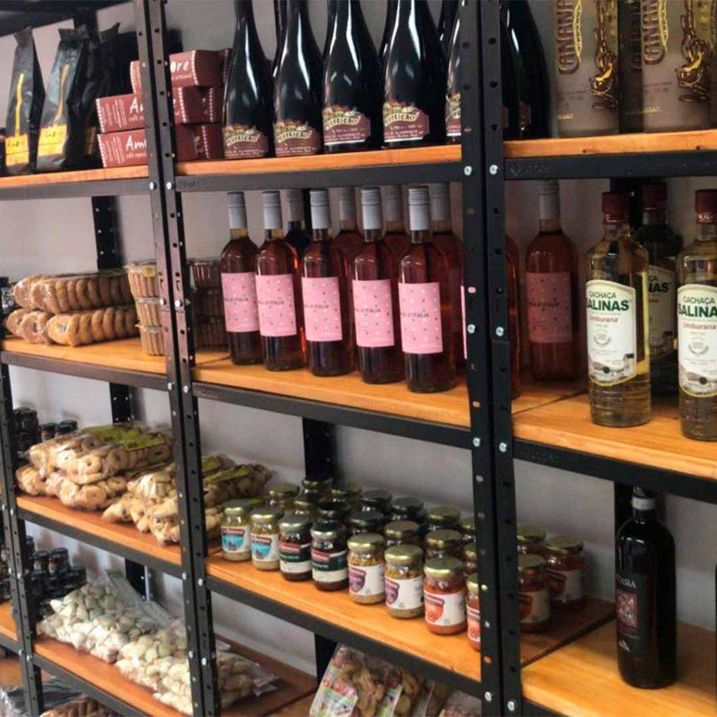 prateleira de vinhos imagem ilustrativa loja empório oinc